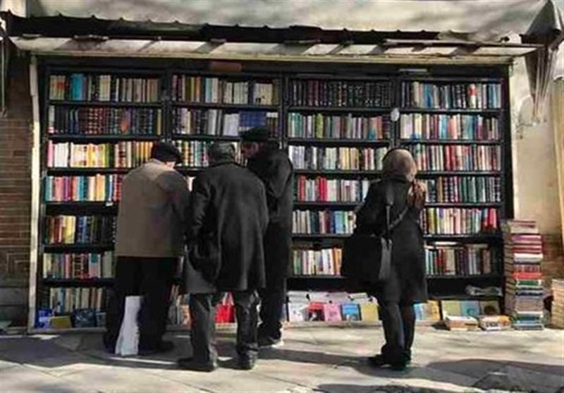 کتابفروشی نُقلی شهر با 58 سال قدمت