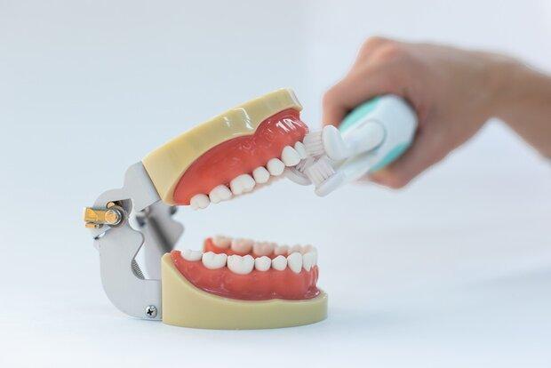 مسواکی که در 50 ثانیه دندان ها را تمیز می نماید
