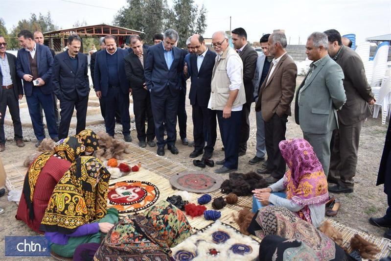 بازدید استاندار گلستان و رئیس اتاق بازرگانی تهران از همایش هنرمندان صنایع دستی در گمیشان