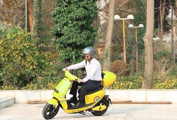 محموله های پستی با موتورسیکلت های برقی ارسال می گردد