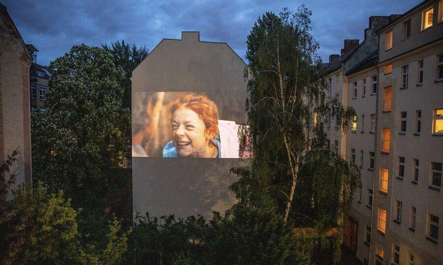تصاویر ، فیلم دیدن از پنجره عقبی ، نمایش خلاقانه فیلم برای همسایه ها در برلین