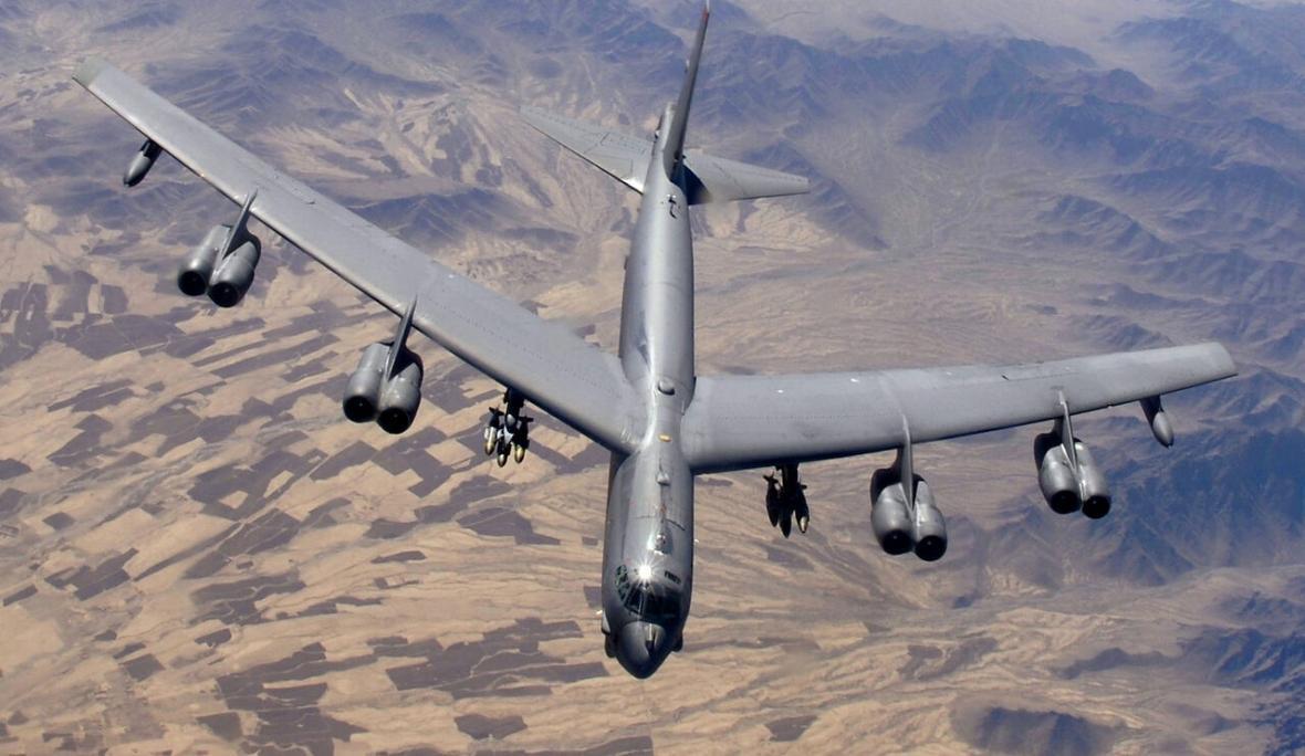 خبرنگاران رهگیری بمب افکن ب52 و هواپیمای جاسوسی آمریکا توسط جنگنده های روسیه