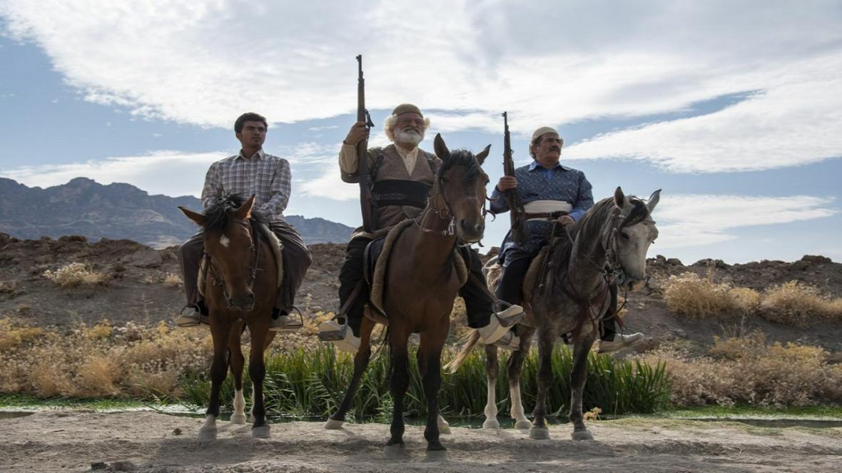 چرا بازیگران ایلدا با گویش محلی صحبت نمی نمایند؟ ، شلیک بیش از ده هزار گلوله در سریال
