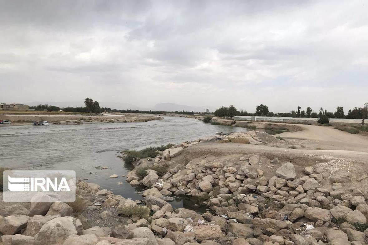 خبرنگاران فرماندار جیرفت: مردم از تردد در حاشیه رودخانه ها خودداری نمایند